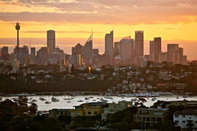 Sydney_Skyline_at_Sunset_2011